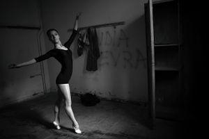 Inside a ballet academy in Tirana, Albania © Enri Canaj