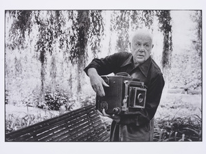 Paul Strand Photographing the Orgeval Garden. Martine Franck,1974. © Martine Franck / Magnum Photos