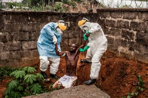The Viral Insurgent: Ebola in Sierra Leone. General News Stories, 1st place. Pete Muller, USA, Prime for National Geographic / The Washington Post.
