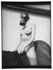 Sophie 2, 187x127 cm, 2002 © Jeff Cowen