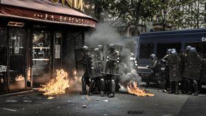 Anger. Paris, Boulevard du Montparnasse. May 17, 2016