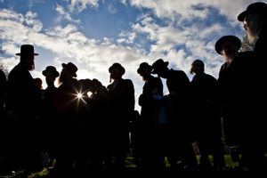Hundreds of Orthodox Jews gathered today (8th of April 2009) in Springfield park, Stamford Hill, to celebrate the festival of Birkat Hachama (blessing of the sun).  It is a Jewish blessing that is recited in appreciation of the Sun once every twenty-eight years, when the vernal equinox as calculated by tradition falls on a Tuesday at sundown.