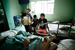 Children living in Oasis came to see Carlos in his final phase. © Meeri Koutaniemi