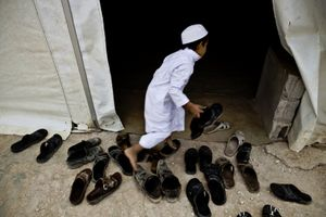A child hurrying to go to mass in one of the camp's mosques. © Tom Verbruggen