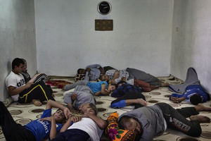 A group of men takes rest in a room which has been turned into a mosque, in a hot afternoon during the holy month of Ramadan. 23/06/2015.