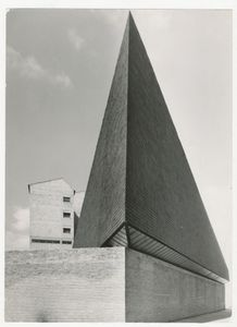 Iglesia y Centro parroquial Nuestra Senora de los Angeles, Vitoria, 1960 © Alberto Schommer, courtesy of Museo ICO and PHoto Espana