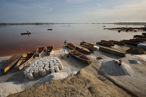 At dawn the salt miners cast off at the same time in their wooden boats.