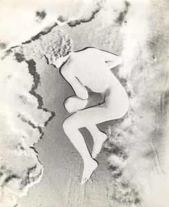 Nude (Lisette) Paris, 1937. Gelatin silver print, negative print, solarization. Vintage print. Collection Yvette Blumenfeld Georges Deeton / Art + Commerce, New York, Gallery Kicken Berlin, Berlin © The Estate of Erwin Blumenfeld