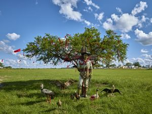 Sculpture portraying Gauchito Gil surrounded by the favourite birds of the popular saint, Solaris village Corrientes