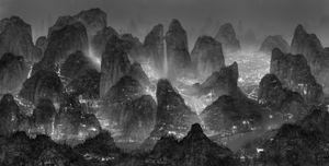 Sleepless Wonderland, 2012 © Yang Yongliang, Galerie Paris-Beijing