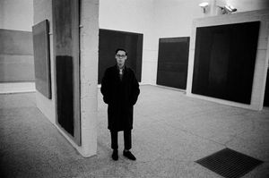 Rothko exhibition, Whitechapel Gallery, London, 1961 © Philip Jones Griffiths