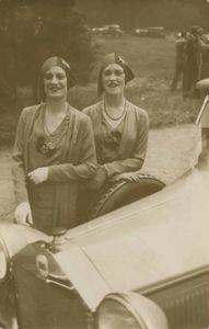 The Famous Rowe twins of the Casino de Paris, Paris, 1929 © Jacques Henri Lartigue, Stepher Daiter