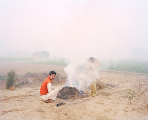 "Bonfire, Ayodhya, 2015. From the series ""A Myth of Two Souls, Chapter 1: Early Time"" © Vasantha Yogananthan, Prix Levallois 2016"