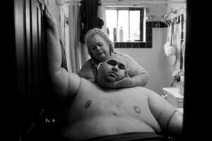 A Life Apart: The Toll of Obesity. At almost 600 pounds, Hector Garcia Jr. finds simple daily tasks like bathing a challenge. He struggled to walk across the hall from his bedroom to the bathroom so that his mother, Elena, could wash him after having cut his hair in November 2010. A month before, Hector started dieting after he realized he was close to his highest known weight, 636 pounds.