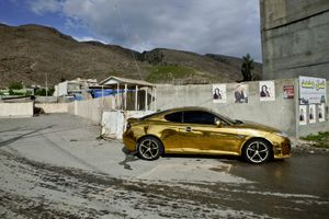 Gold-pimped Hyundai Coupé 'Kurdi-style' in Rawanduz. The owner, a young Kurd in his mid-twenties, made and handpainted the body work himself. © Tom Verbruggen