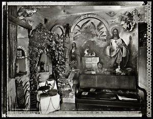 Muertero Altar, el Cobre, 2002. © Elaine Ling