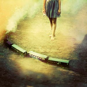 Time goes by like a train © Julie De Waroquier