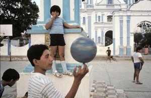 © Alex Webb / Magnum Photos, Tehuantepec, Mexico, 1985. Courtesy Etherton Gallery