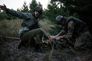 Training to rescue of a wounded soldier.