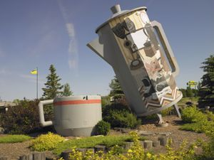 * World's Largest Coffee Pot and Mug/Davidson, Saskatchewan/July 2011