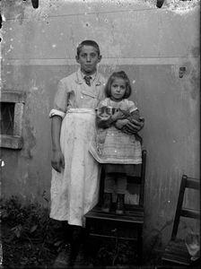Boy and girl. © Fondazione Archivio Fotografico Roberto Donetta, Corzoneso. Showing at the Tbilisi Photo Festival 2017.