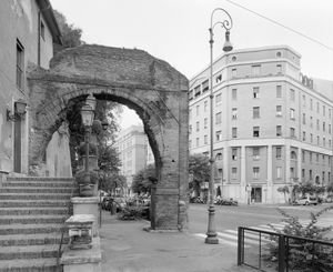 Arch belonging to the so-called Porticus Aemilia (193 BC)