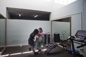 Girls playing in the gym of the American University | Kabul, Afghanistan 2013 © Sandra Calligaro