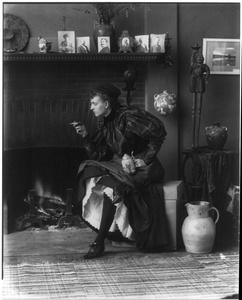 Frances Benjamin Johnston (1864-1952). Self-portrait in the studio, around 1896. © Library of Congress, Prints & Photographs Division