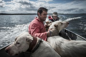 """Berras"" and his tracking dogs. © Antonio Pedrosa"