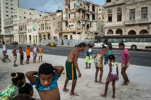 """Children playing in Malecon"""