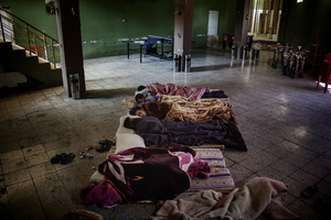 A group of displaced men from Al Anbar and Syria sleep on the floor at the Gazino cafe, where they all work as waiters. 04/06/2014. Shaqlawa, Iraq.