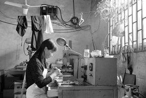Lantern-maker, Kazimen, Nanjing, Jiangsu Province © Kate Shortt