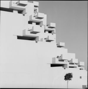 Urbanizacion Ciudad Blanca, Alcudia (Mallorca), 1964 © Oriol Maspons/Julio Ubina, courtesy of Museo ICO and PHoto Espana