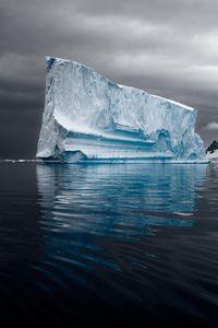 Majestic Iceberg II © Camille Seaman