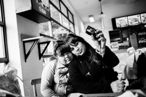 Stefi and Dai take a selfie at a diner. © Sarah Pabst