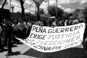"""Al no obtener resultados satisfactorios de las investigaciones federales, los familiares exigen la cancelación de las elecciones en Guerrero, pues, argumentan, eso legitimaría un gobierno que """"sabemos que está involucrado en la desaparición de nuestros hijos""""."""