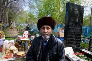"Gipsy ""Uncle Misha"" at his son's grave."