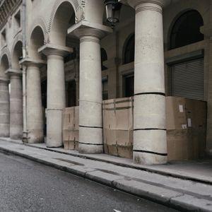 Rue des Colonnes 75009 Paris.