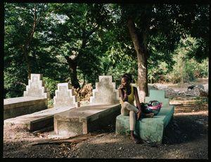 """Carmel Jean (20) - Kabare, Haiti - Qui repose dans ce tombeau? """"Je sais que ceux sont des tombes de ma famille mais elles sont trop vieilles pour que je sache qui y est enterré!"""" - Pourquoi aimez-vous aller sur cette tombe? """"Il y fait frais et j'aime y dormir"""" - Une des tombes a été écrasée par le tremblement de terre et on l'a réparée"""