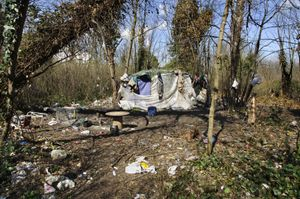 Frabnce, Calais, illegal migrant shelter