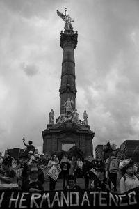 Víctimas convertidas en luchadores sociales. Organizaciones como la de Atenco, surgidas a partir de masacres y atropellos por parte del Estado mexicano, esperan la llegada de los 43 para iniciar el recorrido.