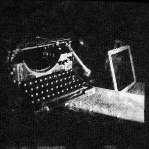 « C'est une série de clichés-verre, pour lesquels je grattais et peignais directement les négatifs, qui est à l'origine de mon inspiration. J'aime travailler la matière même de la photographie constituée par le négatif original.» [washi] © Gilles Demarque de Rieux