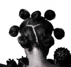 Mkpuk eba, vers 1970 © J.D. Okhai Ojeikere, Du Jour Agnes B.