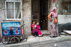 Girls with soap-bubbles in Istanbul