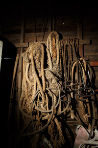 Ropes and hooks used for diving.