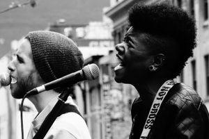Chanteurs.Rue Sainte-Catherine