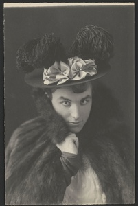 Frances Benjamin Johnston (1864-1952). Mills Thompson dressed as a woman, around 1895. © Library of Congress, Prints & Photographs Division