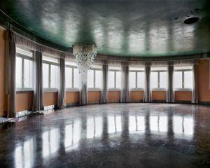 Untitled, (Windows), 2011 © Lynne Cohen, Stepher Daiter