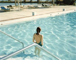 Ginger Shore, Causeway Inn, Tampa, Florida, November 17, 1977 © Stephen Shore, Xavier Barral