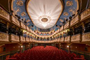 Új Theatre
